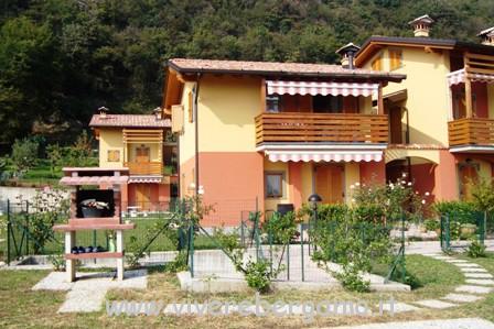 Bilocale travi a vista con box in vendita a Bianzano Bergamo1-1389623156