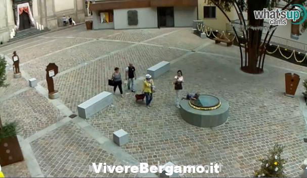 web cam Piazza di Gazzaniga bergamo
