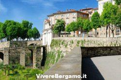 L'abbraccio alle mura di Bergamo Alta