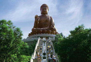 Buddha che guarda la sua mano destra