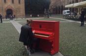 Andrea Tonoli in piazza Santo Stefano a Bologna