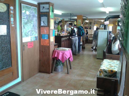 Interno rifugio capanna 2000 Val Brembana