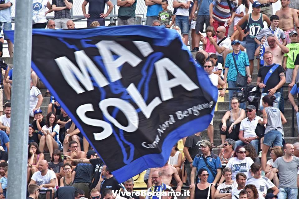 Bandiera Mai sola Atalanta