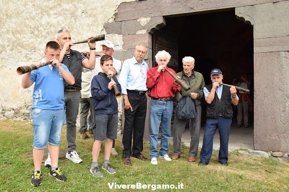 Giovanni Mocchi e allievi con corni