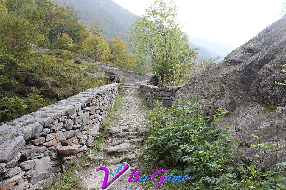 L'antico ponte romano ad un passo dalle Cascate del Serio