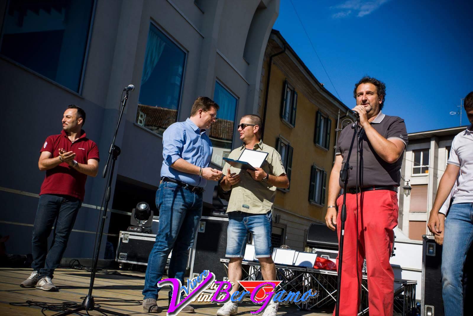 Paolo Campana e Luciano Tona premiati dal Sindaco Yuri Imeri.