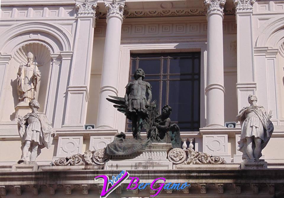 Duomo di Bergamo La statua di Sant'Alessandro